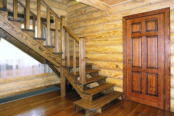 Деревянные лестницы в частном доме