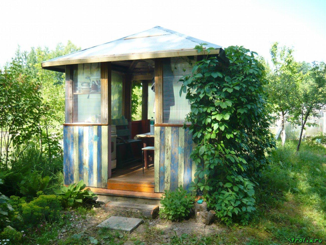 Садовый домик из подручных материалов фото